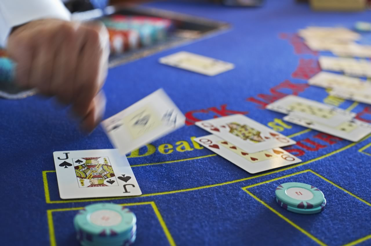 How to Make Money with Online Casinos: Is It Possible?